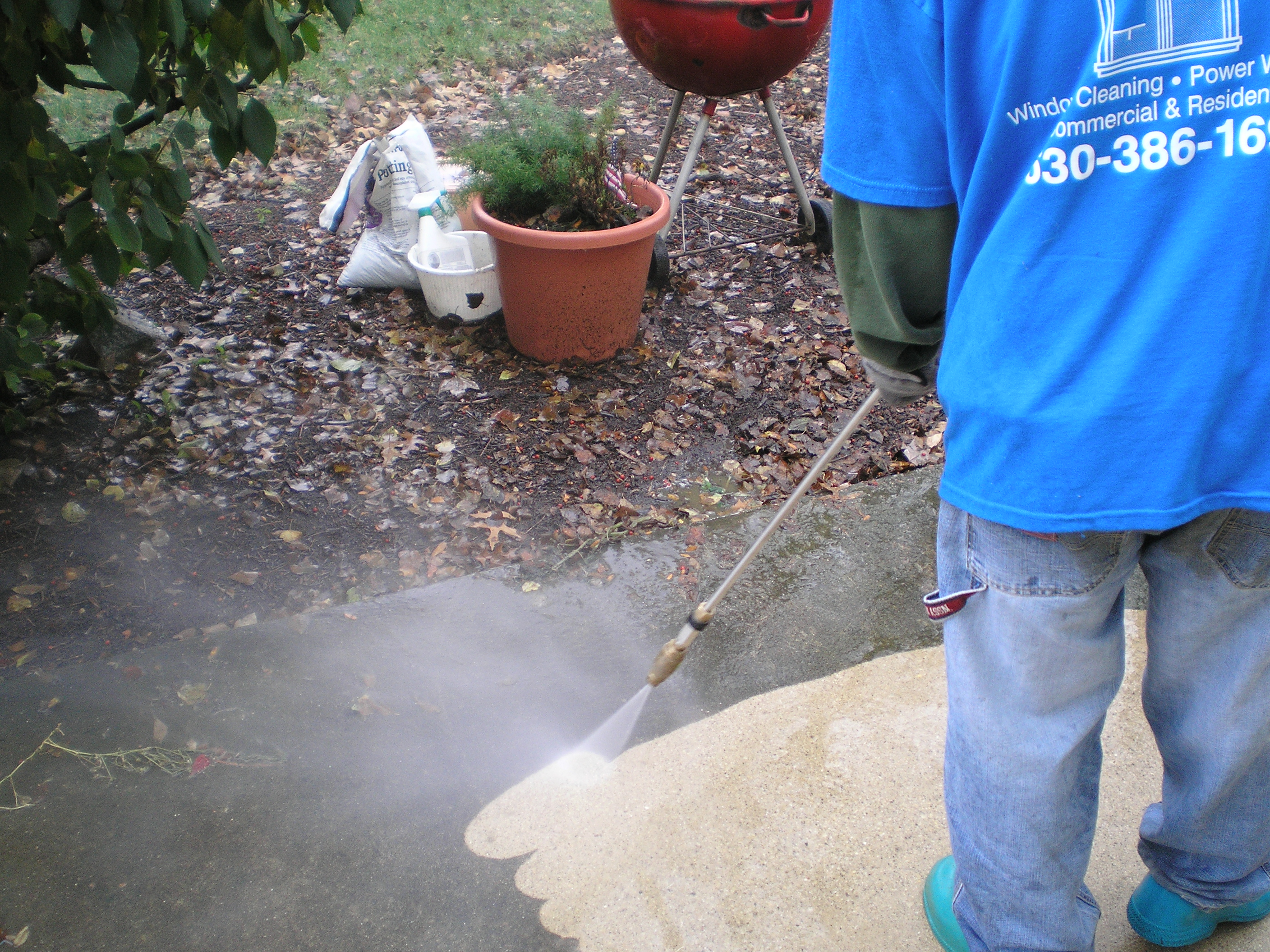 P.E.C. Services Works With Homeowner And Business Owners Alike To Provide Pressure  Washing Services That Will Not Disrupt The Flow Of Business Or Lifestyle.